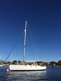 Adina today, with new rigging and mast ! Sitting in the Swan River!